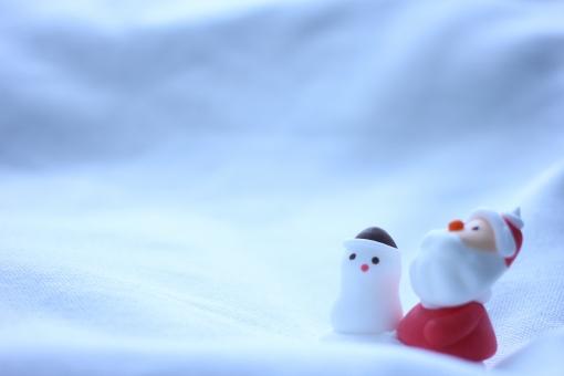 サンタ 雪だるま クリスマス 冬 雪 さんたくろーす 雪ダルマ 12月 12月 十二月 季節 シーズン 背景 素材 背景素材 壁紙 バック シーン イメージ 雪山 ゆき スノー SNOW スキー場 青 ブルー 風景 景色 布 布地