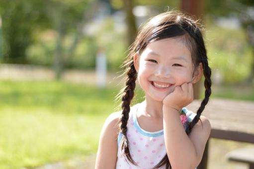 笑顔 子ども こども 子供 女の子 笑う 秋 mdfk023