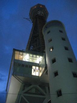 おおさか 大阪 浪速 なにわ なんば 難波 夜景 新世界 ネオン 工事中 led 電灯 木 オレンジ 青 濃紺 展望室 階段 螺旋階段