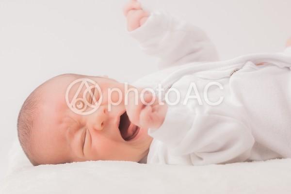 泣く赤ちゃん2の写真