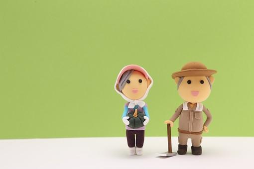 農業 農家 野菜 畑 自営業 職業 仕事 立体イラスト 粘土 かわいい 女性 女 男性 男 シニア 夫婦 粘土人形 人形 マスコット 一人  笑顔 クラフト 人 人物 収穫 かぼちゃ カボチャ 畑仕事 クレイアート