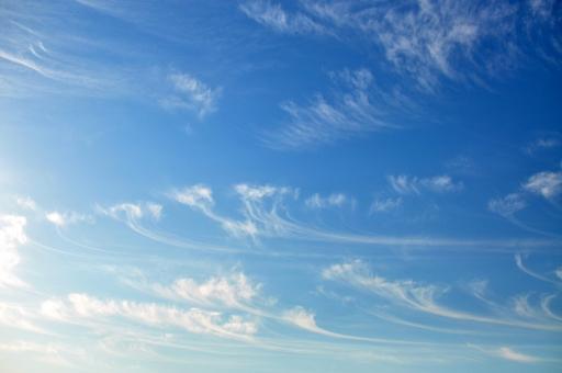 背景 背景画像 背景素材 バック バックグラウンド 壁紙 テクスチャ グラデーション 空 青空 大空 雲 爽やか 快晴 晴れ 好天 青 スカイ background texture gradation wallpaper sky cloud お天気 太陽光 uvカット 紫外線 空気 お出かけ日和 行楽日和 水色 おだやか 白い雲 平和 暖かい 日差し 天日干し 布団を干す 見上げる 清々しい 晴れ渡る ポカポカ陽気 ぽかぽか陽気 初夏 小春日和 屋外 野外 昼下がり 上空 洗濯日和 白 広角 爽快 積乱雲