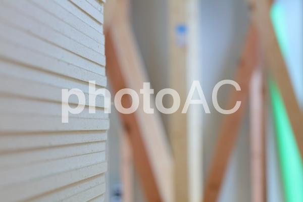 石膏ボードと建築現場の写真