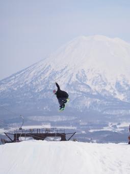 スノボ スノーボード ウィンタースポーツ エクストリームスポーツ ジャンプ エアー 横のり ヨコノリ スキー スキー場 ニセコ 羊蹄山