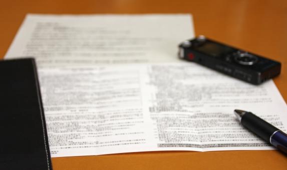 書類 契約 営業 重要 重要書類 契約を交わす 証拠 照明 証明書 ICレコーダー IC IC ICレコーダー ボイス ボイスレコーダー 録音 保険 提案 記録 会議 打ち合わせ ビジネス 仕事 業務 履歴 記録を残す 紙 メディア 説明 受領