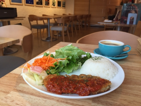 カフェ おしゃれ 自由が丘 ミラノ風 カツレツ ランチ 美味しい おいしい ゆっくり ブランチ カフェ飯 ワンプレート
