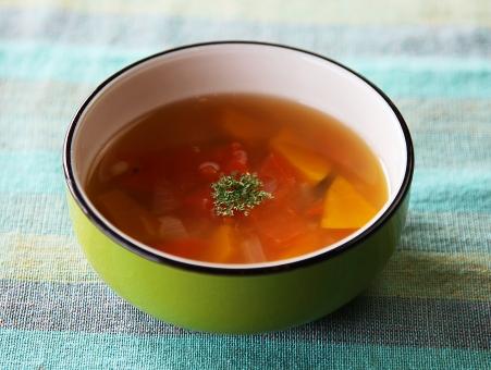 スープ ミネストローネ 野菜 暖かい あったかい あたたかい 食事 カフェ 食べ物 赤 緑 ボール 美容 健康 ダイエット デブ 肥満 美 美味しい 料理 調理 レシピ