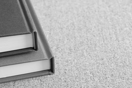本 ブック 書籍 書棚 本棚 図書館 読書 読む 勉強 学習 授業 教材 ツール ビジネス書 出版 引用元 出典 参考文献 参照する 情報集め 調べ物 宿題 課題 小論文 作文 読書感想文 背景素材 広告スペース テキストスペース コピースペース