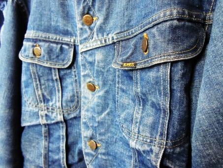 Gジャン トラッカー ジャケット 胸ポケット アメリカン アメカジ デニム 上着 ファッション ビンテージ 青 ボタン 背景 素材 バック テクスチャ