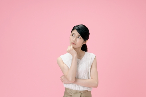ポーズをとる日本人女性17の写真