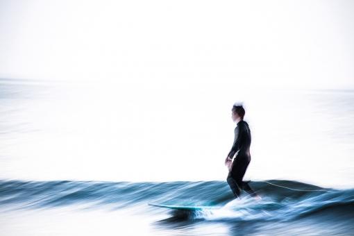 サーファー サーフィン 海 波 江ノ島 神奈川 鎌倉 青 白 黒 男 女 男性 女性