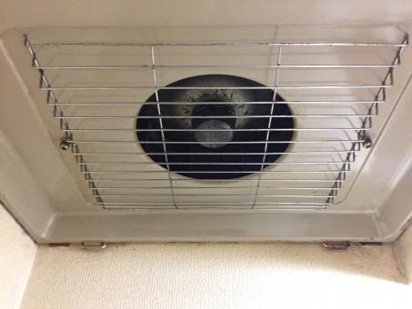 電気器具 屋内で 通気孔 内部 何人もありません 家族 換気 窓 家庭的 空の 設備 台所用品 家 鋼 温度 熱 古い キッチン 換気扇 台所 フード
