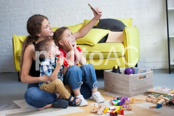 子どもと遊ぶベビーシッター33の写真