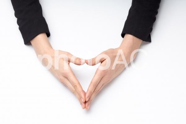 ハンドポーズ 三角形2の写真