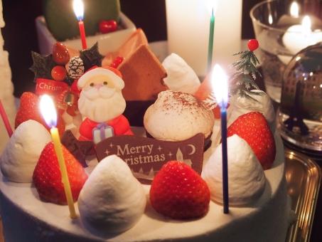 クリスマスケーキ クリスマス ケーキ キャンドル クリスマスイメージ サンタ サンタクロース パーティー イベント 食べ物 生クリーム チョコレート イチゴ いちご 12月 冬 ろうそく ロウソク