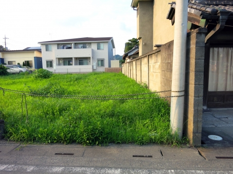 空き地 空地 あき地 地面 草むら 雑草 売地 借地 募集 不動産 相続 建築 建設 税金 対策 経営