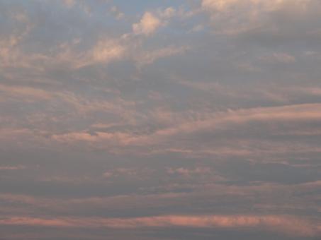 夕焼け 夕やけ くもり はれ お天気 てんき 梅雨 梅雨空 日没前 日没 天気 晴れ 晴れ間 夕方 帰宅 出張 空模様 雲 くも くもの景色 雲の景色 空中 大気 風 風力 環境汚染 大気汚染 咳 喘息 マスク