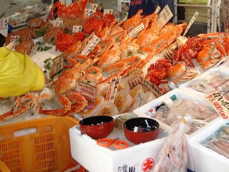 海鮮市場 市場 ズワイガニ 毛ガニ ウニ うに 新鮮 捕れたて 北海道 お土産 背景 美味しい おみやげ 観光 旅行 旅 札幌 場外市場 魚市場 海鮮丼 毛がに 毛蟹 ポストカード ずわいがに 試食 観光地