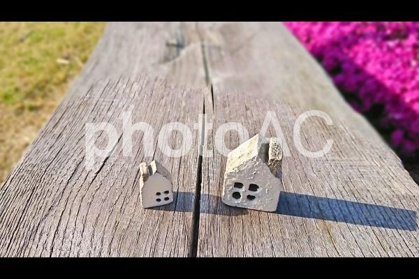 家の小物の間に亀裂の写真