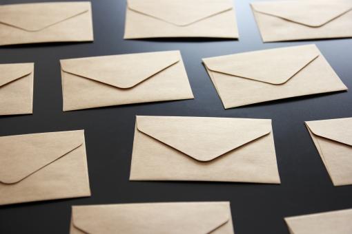 封筒 メール 迷惑メール 大量 お知らせ 郵便物 大量メール ポスト 投函 手紙 連絡 送信 一斉送信 不法 一斉配信 詐欺 スパムメール SPAM マーケティング 受信拒否 匿名 差出人 不明 不着 背景 素材 ビジネス spam いやがらせ 嫌がらせ