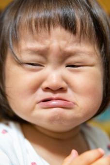 日本人 部屋 ポートレート 子供 男の子 家 女の子 幼児 子ども 躾 表情 怒る 嫌い 赤ちゃん 人間 泣く 辛い 顔 涙 1人 ネグレクト 虐待 反抗 怒り 苦しい 肖像 不安 懇願 不機嫌 純粋 悲しい ちびっ子 泣きそう 切ない 感情 わがまま 激怒 機嫌が悪い 号泣 泣き顔 2歳 1歳 反抗期 トラウマ イヤイヤ期 育児放棄 泣き出しそう 可愛そう クシャ顔 日本のこども
