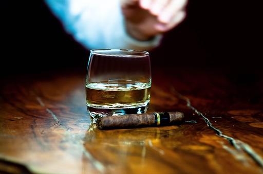タバコ 酒の写真素材|写真素材なら「写真AC」無料(フリー)ダウンロードOK