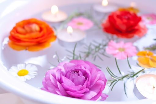 キャンドル ろうそく 蝋燭 ローソク 光 灯り 火 明かり ボタニカル 花 植物 ハーブ ラナンキュラス プリムラ プリムラオブコニカ パンジー ローズマリー 芳香 香り 薫り リラックス リラクゼーション 癒し セラピー アロマセラピー アロマテラピー 美容 健康