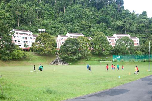 マレーシア 海外 外国 旅行 東南アジア アジア マレー半島 ボルネオ島 ASEAN クアラルンプール プトラジャヤ ジョホールバル 子 子ども 子供 幼児 幼稚園 学校 保育園 児童館 緑 自然 公園 原っぱ サッカー グラウンド