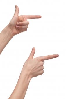 手 両手 右手 左手 手指 人差し指 親指 手の平 掌 手の甲 手首 ハンド 指す 示す 指し示す 触る 触れる 伸ばす 構える 手話 前方 右方 右向き 指示 指摘 ハンドポーズ ポーズ ハンドパーツ パーツ 白バック 白背景