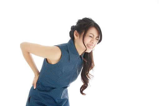 モデル 人物 日本人 日本 女性 女 女子 大人 20代 30代 ロングヘア   腰痛 腰が痛い 腰 ぎっくり腰 ヘルニア すべり症 ようつう 苦しい 痛い 辛い 病気 整体 マッサージ 腰揉み 揉む 押さえる  白バック 白背景 mdjf019