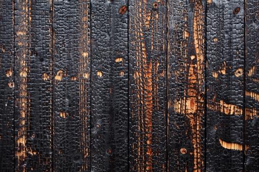 木材 材木 製材 木 壁 板 板壁 外壁 塀 囲い 木目 背景 イメージ 背景素材 素材 黒色 黒 焼いた 焼く こげた 焦げ こげ 炭 防虫 防腐 防腐処理 防虫処理 バックグラウンド 模様 建材 材料 建築材料 建築材 建設資材 質感 テクスチャ テクスチャー デザイン 屋外 壁紙 クローズアップ 焦がす 火事