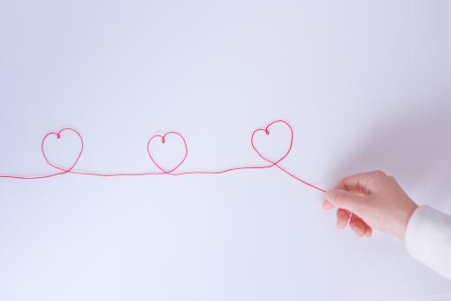 紐 ひも ハート ハート型 3つ 3こ 3 heart 女性の手 女性 指