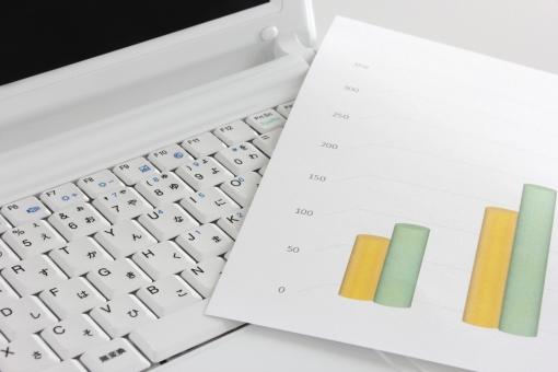パソコン ノートパソコン PC PC 資料 棒グラフ グラフ ビジネス 推移 売上 利益 伸び率 予測 件数 変化 動き 業績 他社 比較 競合 成長率 販売 営業 数 数値 数字 情報 資料作成 データ入力 エクセル