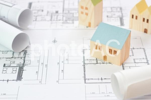 建売住宅と設計図の写真