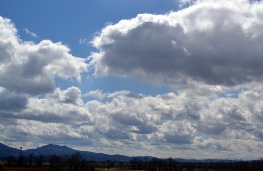 空 風景 雲 山 くもり 曇り 曇り空 雨模様 寒冷前線