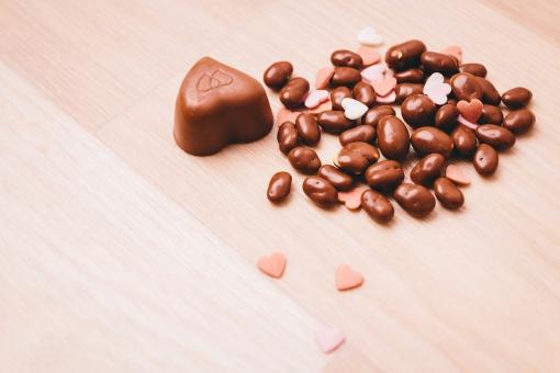 2月 2月14日 行事 イベント バレンタイン Valentine's Day バレンタインデイ バレンタインデー  チョコレート チョコ 市販 麦チョコ 手作り お菓子 本命 義理 友達 友チョコ   女子 女の子 女子力 ハート ハート型 贈り物  プレゼント  赤 ピンク ナチュラル