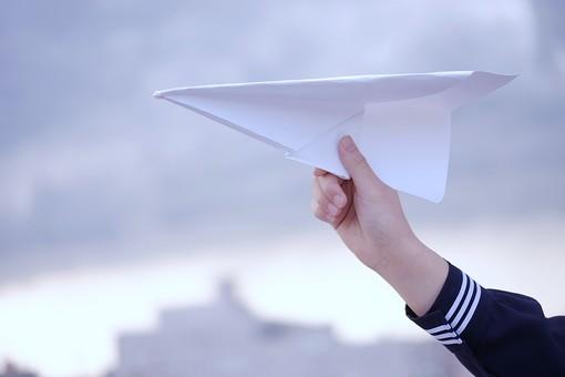 紙飛行機の写真
