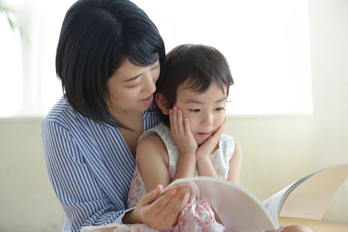 母と子 読書13の写真