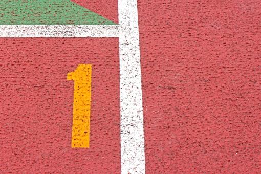 陸上競技場 陸上 1コース 数字 競争 走る トラック レーン コース レンガ色 全天候型 全天候型トラック ライン 汗 青春 部活動 大会 記録 スタート 中体連 高体連 インカレ インターカレッジ オリンピック