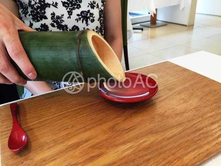 創作和食屋にて食前酒の提供の写真