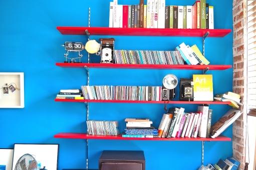 ロケ地 韓国 ブリー 壁 オブジェ 小物 CD DVD ブルー 青 さわやか 爽やか 爽快 カレンダー 時計 ラック ボード 盾 賞状 赤 棚 収納 本 韓流 レンガ ブリック 乱雑 整頓 整理 壁掛け
