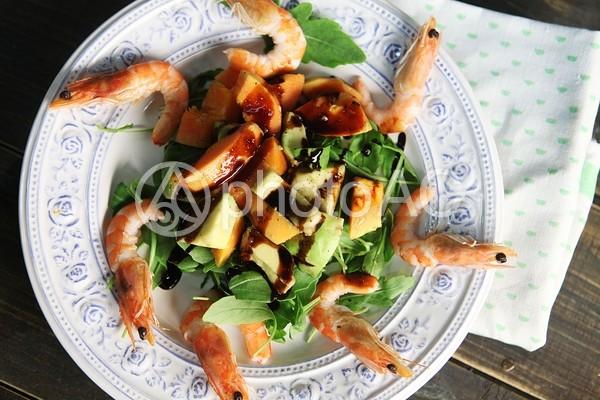 海老とアボカドのサラダの写真