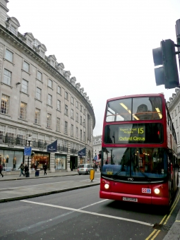 イギリス 英国 2階建てバス ロンドンバス 赤いバス 外国 旅行 ツアー