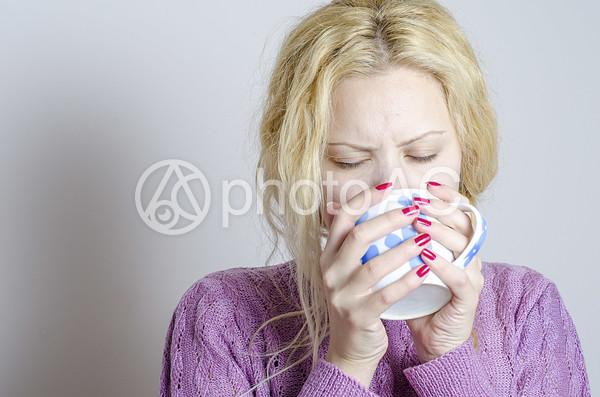 外国人女性薬1の写真
