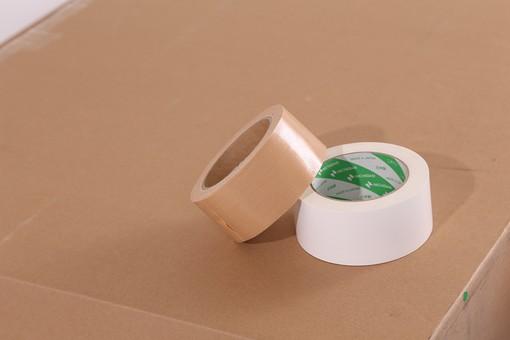 ダンボール 段ボール ガムテープ テープ 引越し 引っ越し 箱 荷物 梱包 荷造り 整理 整頓 運送 整理整頓 白テープ 巻き 粘着テープ 紙テープ  布テープ 宅急便 引っ越し作業 移住 茶色 白色 室内 屋内 輪