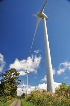 風車 風 発電 再生可能エネルギー エコ エネルギー 青空 青 雲 塔 環境保護 福島県 郡山市