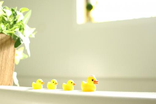「お風呂につかる フリー画像」の画像検索結果