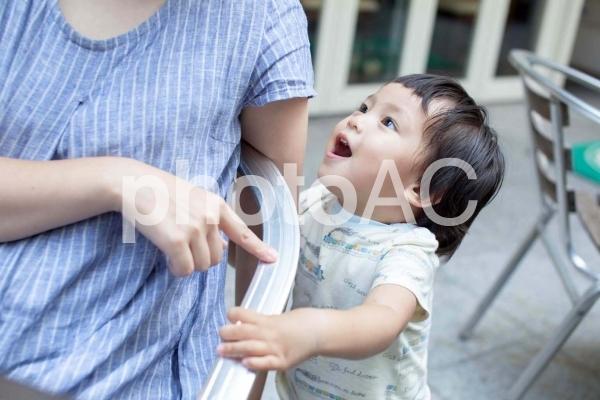 お母さんと子供の写真