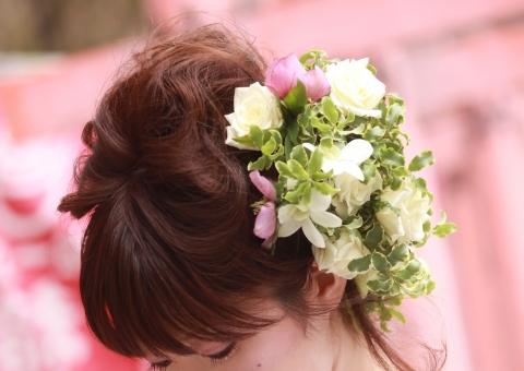 ブライダル 結婚式 花嫁 ヘアメイク ヘアアレンジ ヘアスタイル ヘアデザイン ウエディング 花 フラワー 飾り おしゃれ 結婚 髪型 大人可愛い かわいい 可愛い カワイイ お嫁さん 嫁 新婦 華やかな 女性 女性的