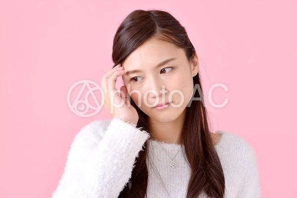 悩む女性9の写真